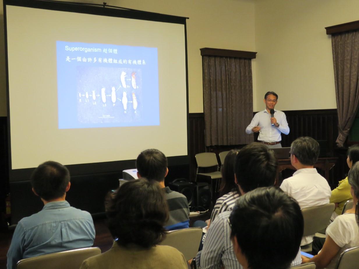 清華大學生命科學系與系統神經科學研究所焦傳金特聘教授介紹烏賊偽裝的構成機制